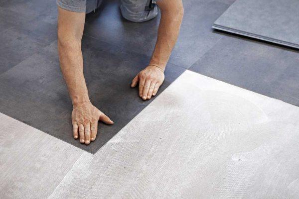 legge gulvbelegg på betong