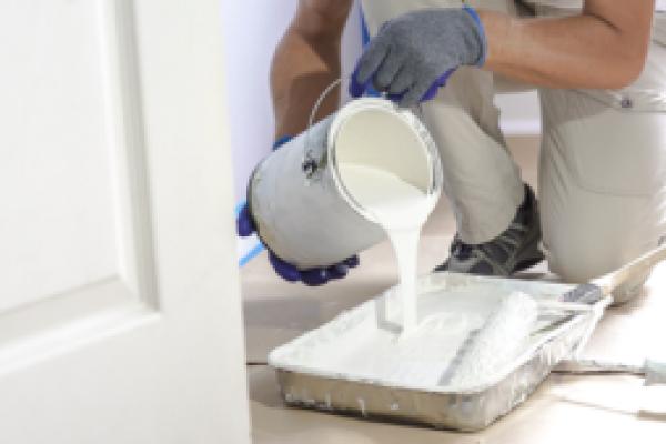 tømme maling i malingsspannet